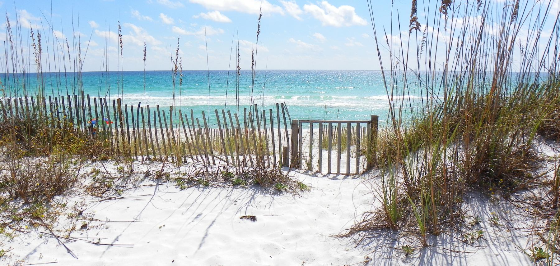 Sandy white beaches and emerald green waters / Vacation Rentals Pensacola Beach and Navarre Beach